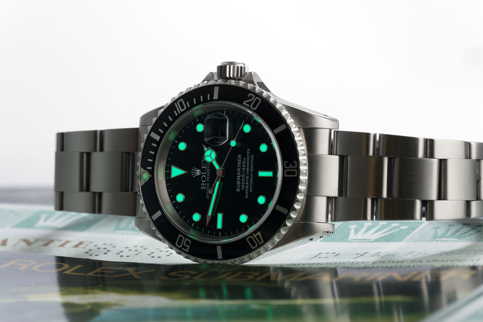 ref 16610 | 40mm 'Box & Papers Set' | Rolex Submariner Date