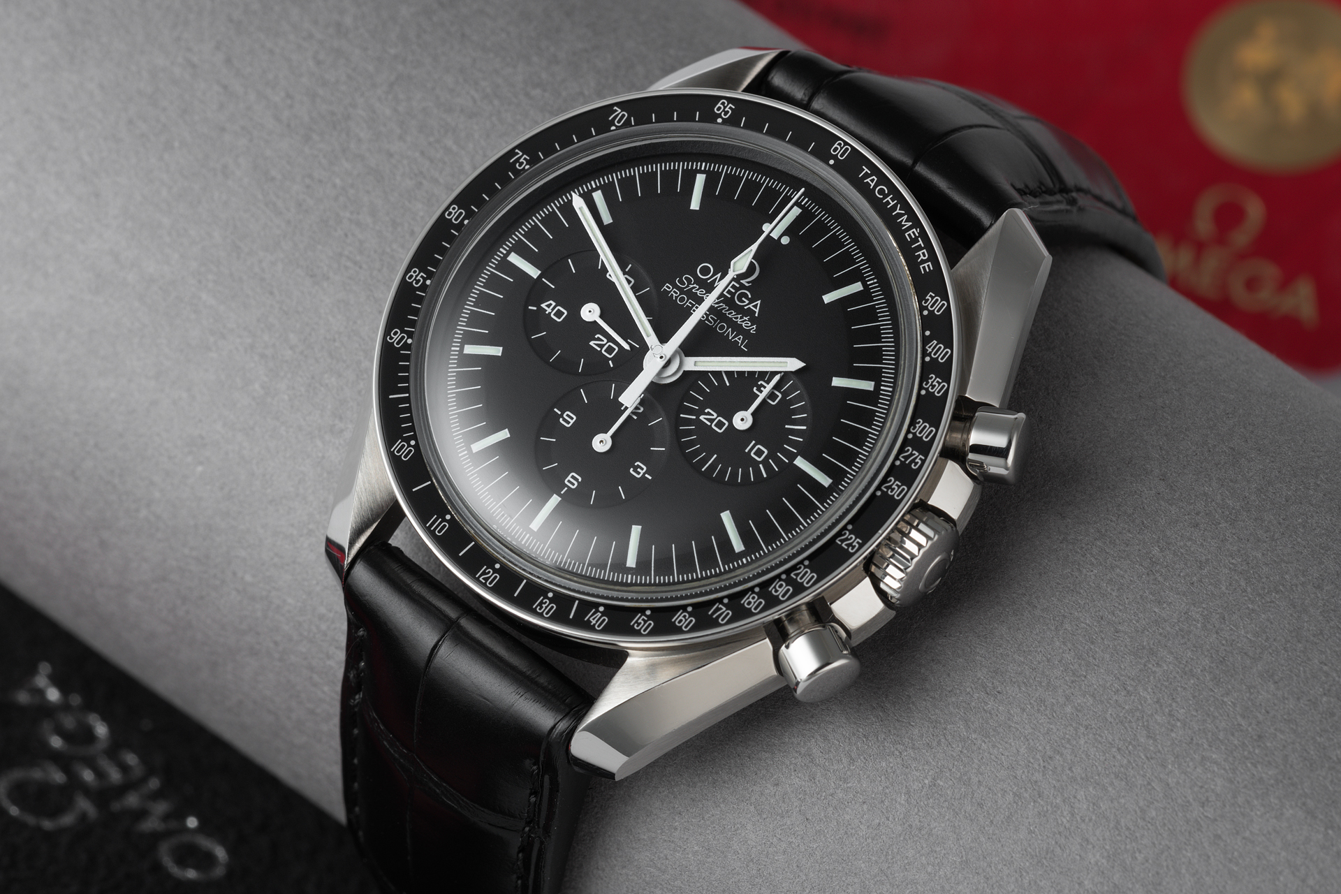 omega speedmaster professional watches ref 39 nearly new 39 full set the. Black Bedroom Furniture Sets. Home Design Ideas